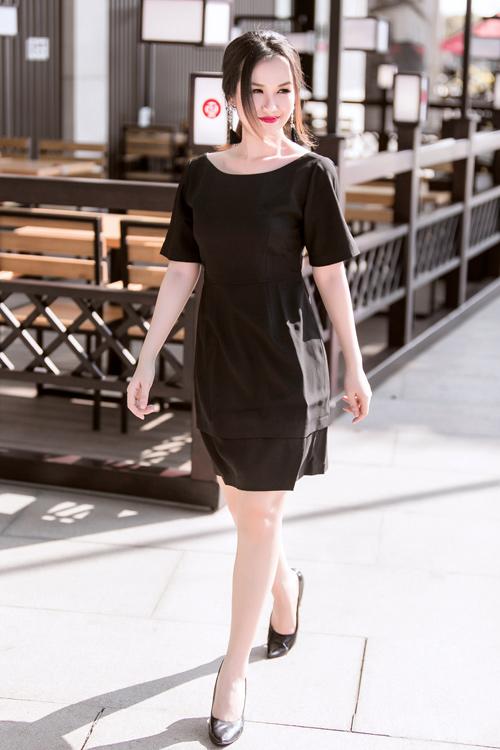 Nữ ca sĩ trẻ gợi ý mặc đồ đen, trắng cho nàng công sở - 7