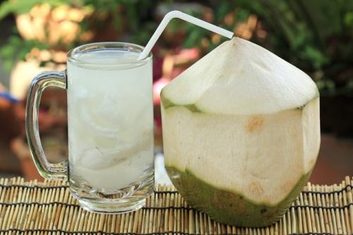 Những người tuyệt đối không được uống nước dừa - 1