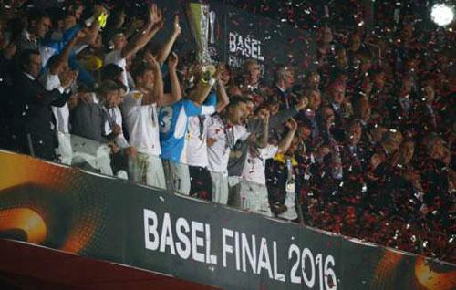 Chùm ảnh Liverpool - Sevilla: Khắc tên vào lịch sử - 8