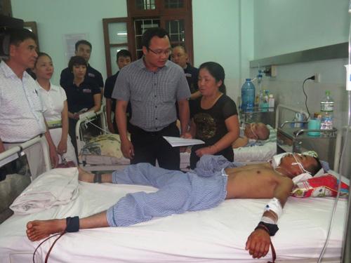 Xót xa em bé mổ từ bụng mẹ sau tai nạn giao thông - 2