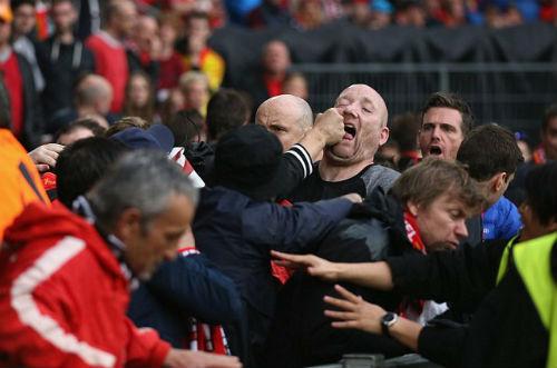 CĐV Liverpool - Sevilla hỗn chiến kinh hoàng - 4