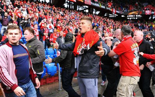 CĐV Liverpool - Sevilla hỗn chiến kinh hoàng - 5