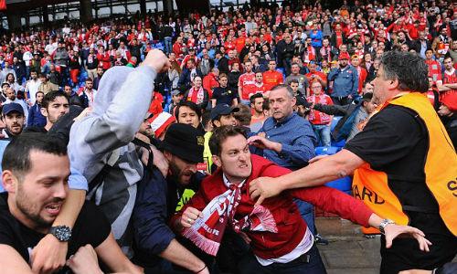 CĐV Liverpool - Sevilla hỗn chiến kinh hoàng - 6