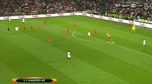 """Liverpool thua thảm, Moreno bị """"ném đá"""" tơi bời - 1"""