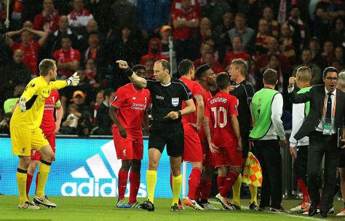 Liverpool 3 lần mất penalty, trọng tài xử lý đúng - 4
