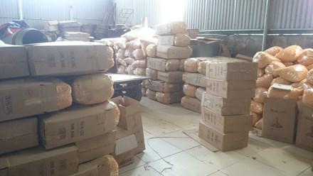 Tạm giữ hơn nửa tấn bim bim ở cơ sở sản xuất trái phép - 1
