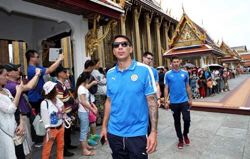 """Leicester rước cúp """"đại náo"""" đường phố Thái Lan - 10"""