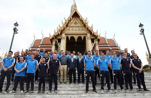 """Leicester rước cúp """"đại náo"""" đường phố Thái Lan - 12"""