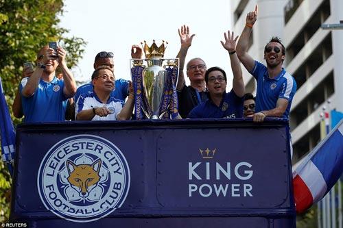"""Leicester rước cúp """"đại náo"""" đường phố Thái Lan - 6"""