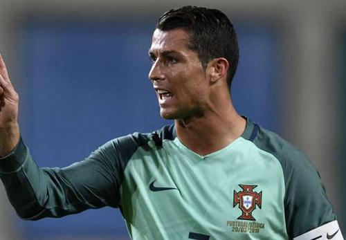 Ronaldo đạt kỉ lục không tưởng trên mạng xã hội - 2
