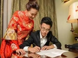 Đêm tân hôn, cặp đôi TQ chép điều lệ đảng 17.000 từ