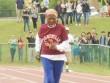 Cụ bà U100 ngã sấp mặt, vẫn phá kỷ lục chạy 100m