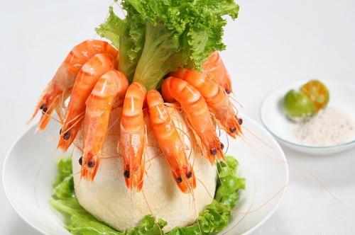 Nguy hiểm khôn lường khi ăn tôm sai cách - 1