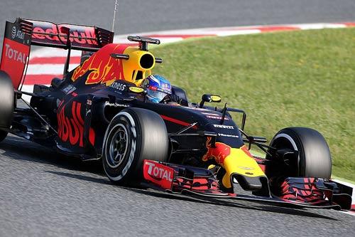F1 test xe giữa mùa: Khúc cua lớn cho chiến dịch - 1