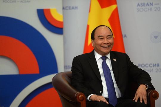 Ông Putin nồng thắm ôm Thủ tướng Nguyễn Xuân Phúc - 13