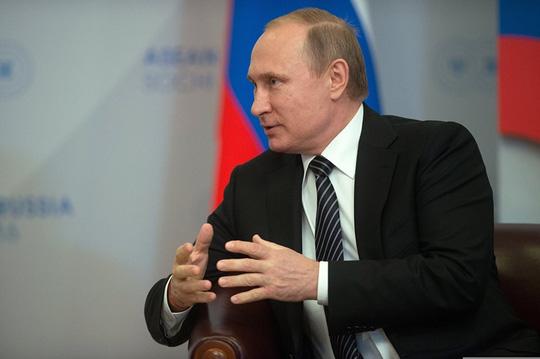 Ông Putin nồng thắm ôm Thủ tướng Nguyễn Xuân Phúc - 14
