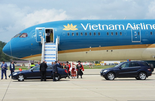 Ông Putin nồng thắm ôm Thủ tướng Nguyễn Xuân Phúc - 4