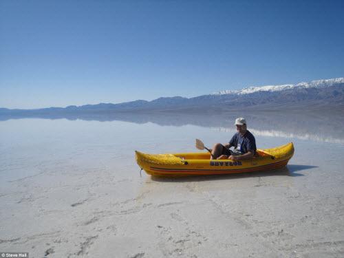 Hồ nước bất ngờ xuất hiện giữa thung lũng Chết - 2