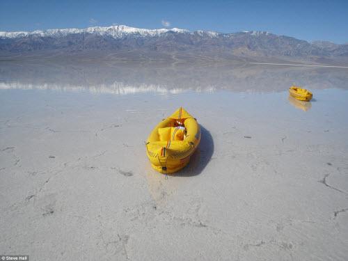 Hồ nước bất ngờ xuất hiện giữa thung lũng Chết - 4
