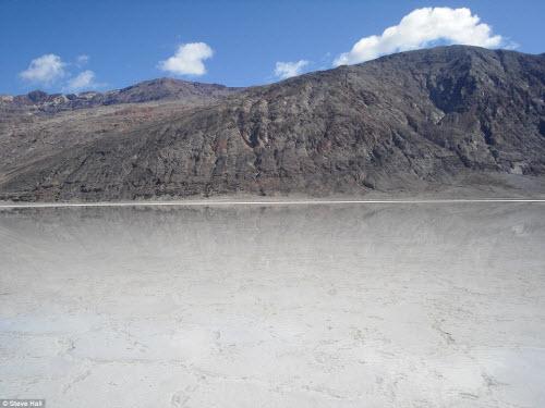 Hồ nước bất ngờ xuất hiện giữa thung lũng Chết - 6
