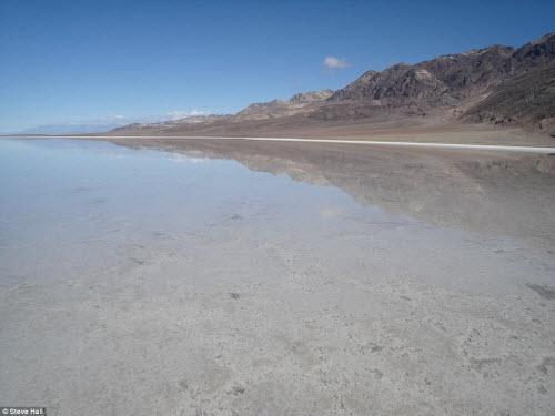 Hồ nước bất ngờ xuất hiện giữa thung lũng Chết - 7