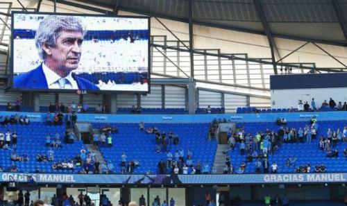 Khán đài trống: Thực trạng buồn của bóng đá châu Âu - 1