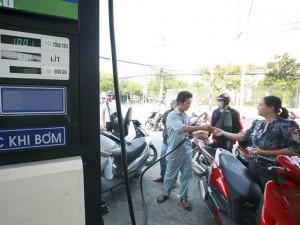 Xăng dầu lại tăng giá từ 15 giờ chiều nay