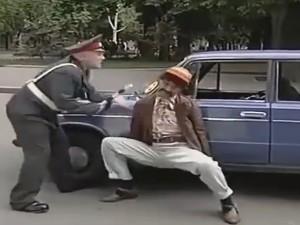 """""""Chết cười"""" với anh tài xế bị xử phạt giao thông"""