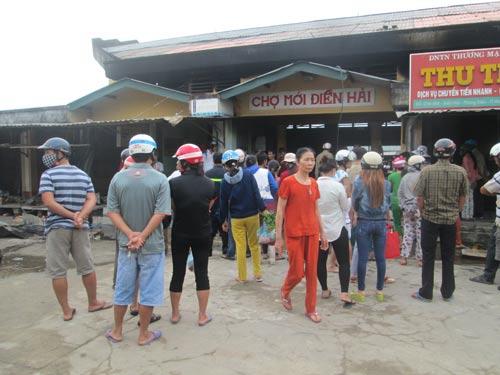 TT- Huế: Chợ Điền Hải cháy rụi, tiểu thương trắng tay - 4