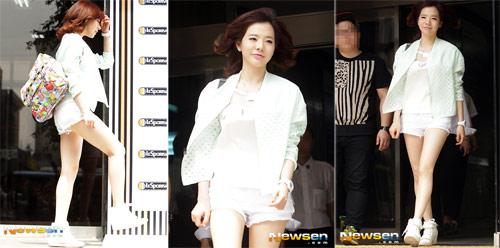 Xuân Trường đồng hành với người đẹp ca sỹ Sunny - 2