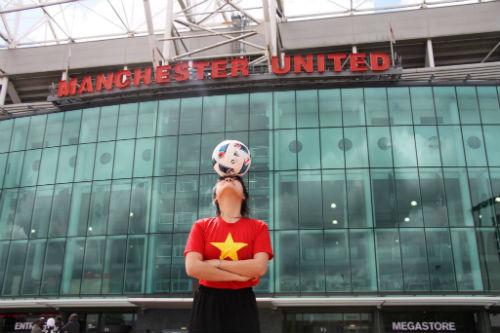 Hình ảnh đẹp như mơ của fan Việt ở Old Trafford - 3