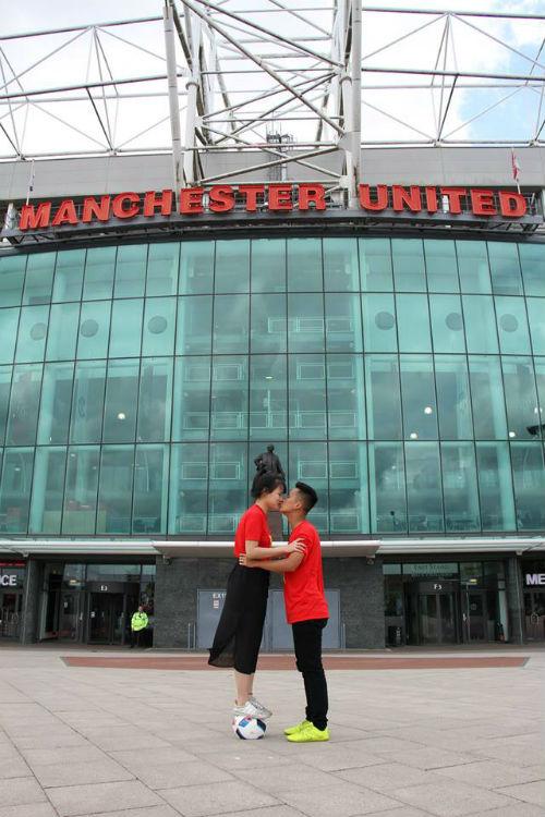 Hình ảnh đẹp như mơ của fan Việt ở Old Trafford - 4