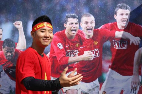 Hình ảnh đẹp như mơ của fan Việt ở Old Trafford - 6
