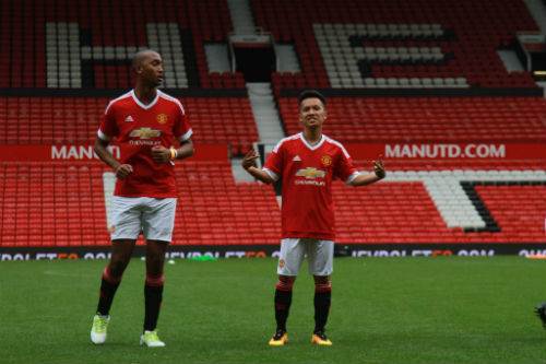 Hình ảnh đẹp như mơ của fan Việt ở Old Trafford - 7