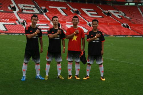 Hình ảnh đẹp như mơ của fan Việt ở Old Trafford - 9
