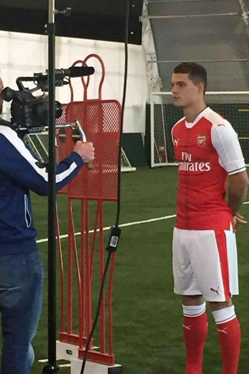 Tin HOT tối 21/5: Lộ ảnh Xhaka khoác áo Arsenal - 2