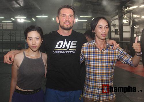 Người đẹp Việt mướt mồ hôi cùng huyền thoại UFC - 12