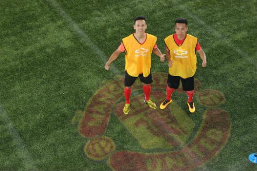 Hình ảnh đẹp như mơ của fan Việt ở Old Trafford - 11