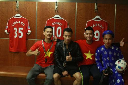 Hình ảnh đẹp như mơ của fan Việt ở Old Trafford - 14