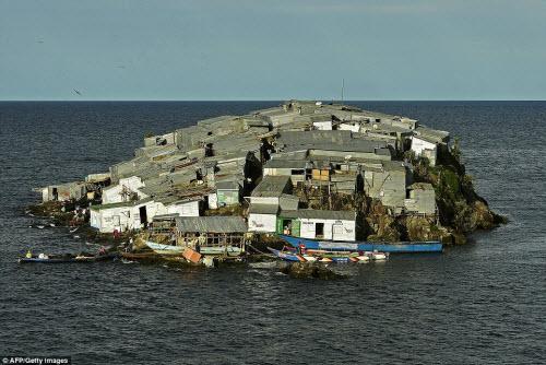 Những hòn đảo đông đúc nhất thế giới - 7
