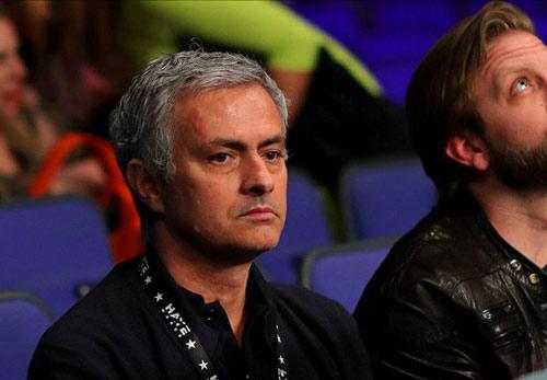 Nóng ở MU: Van Gaal thừa nhận mất ghế vào tay Mourinho - 2