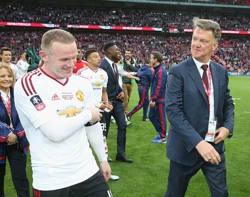 Nóng ở MU: Van Gaal thừa nhận mất ghế vào tay Mourinho - 3