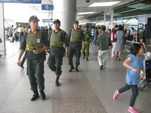 Ông Obama sang Việt Nam, sân bay bị giám sát thế nào? - 1