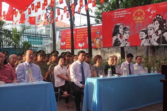 TP HCM: Bí thư Đinh La Thăng đi bầu cử từ sáng sớm - 4