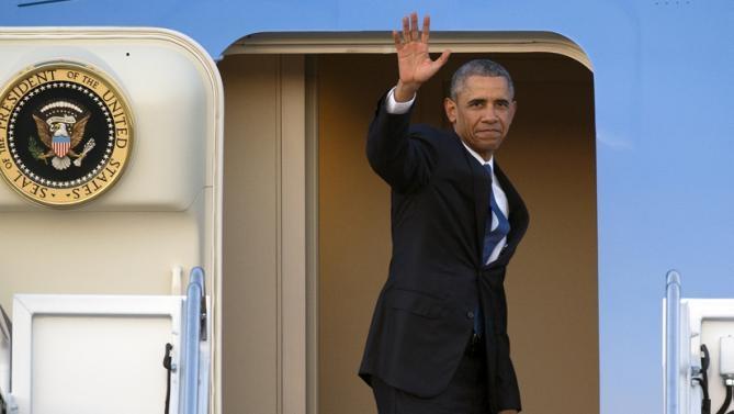 0h10 đêm nay, chuyên cơ của Obama hạ cánh xuống Nội Bài - 1
