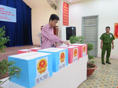 2.000 can phạm trại Chí Hòa xúc động đi bầu cử - 7