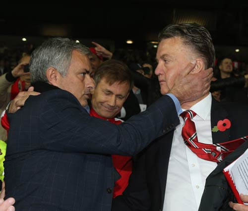 Cảm ơn Van Gaal, nhưng giờ MU cần Mourinho - 2