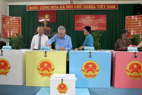 Tỷ lệ cử tri cả nước đã đi bầu cử đạt khoảng trên 70% - 8