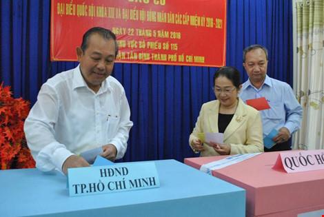 Tỷ lệ cử tri cả nước đã đi bầu cử đạt khoảng trên 70% - 14