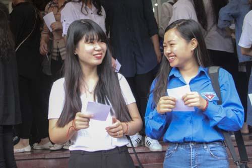 Cựu sinh viên liệt 2 chân đội mưa đi bỏ phiếu - 6